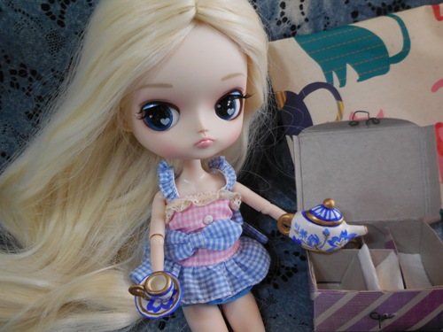 Hilarity's Tea Party themed gift from Owari and kyubi09  Hilarity5