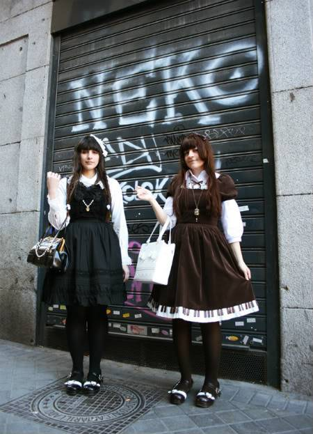 Merkades y Alicia, escritoras de Doll Stories 12-04-09067
