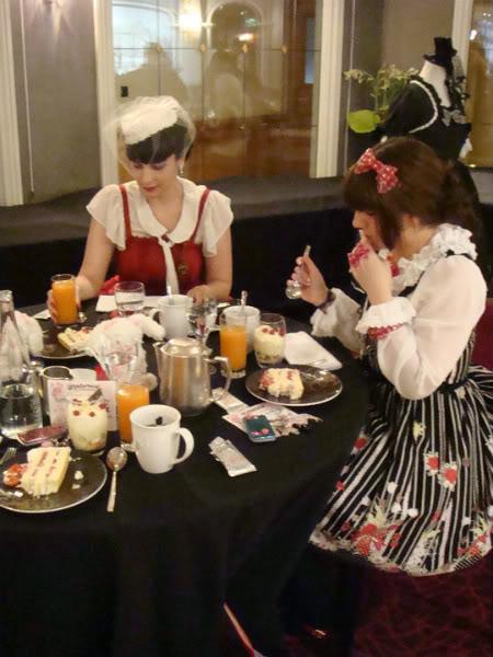 Merkades y Alicia, escritoras de Doll Stories Babyteaparty