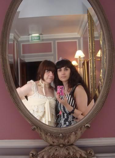 Merkades y Alicia, escritoras de Doll Stories Paris2