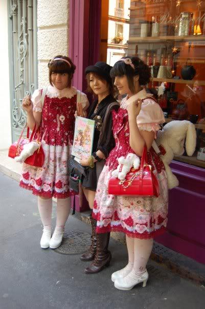 Merkades y Alicia, escritoras de Doll Stories ParisparalarevistaAliceDeco