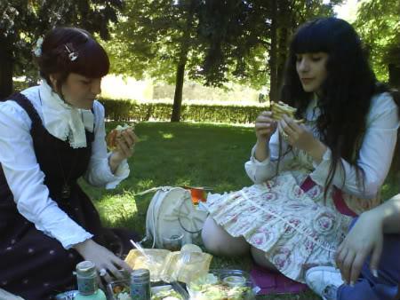 Merkades y Alicia, escritoras de Doll Stories Picnic-1