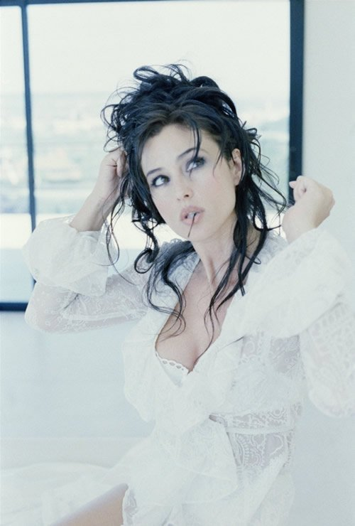 Your top 5 most beautiful women - Page 2 Monica-Bellucci-Photo-Shoot-monica-