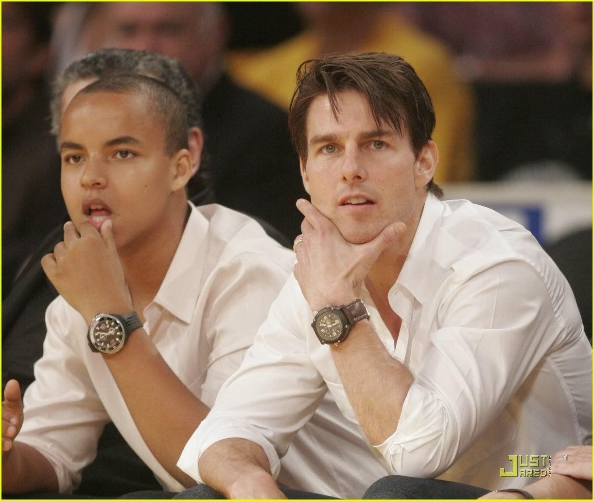 Que relógio está a celebridade a usar? Tom-at-LA-Lakers-game-tom-cruise-4