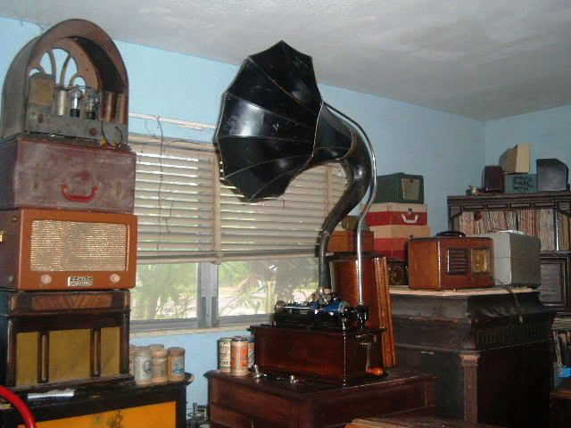 Some of my collection I've been restoring........... 2004_0101Edisoncylinderphonos0001
