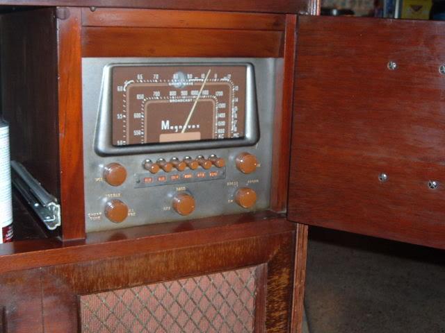My Magnavox 1946 model RC-198C radio-phonograph 2011_0304MagnavoxCR-94pics0004