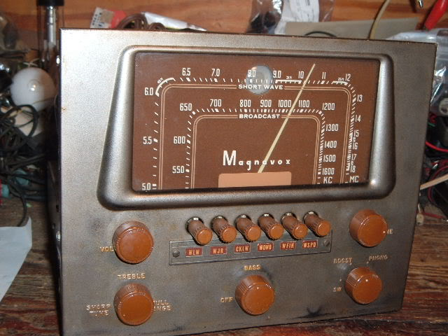 My Magnavox 1946 model RC-198C radio-phonograph 2011_0314Magnavox98Cdone0012