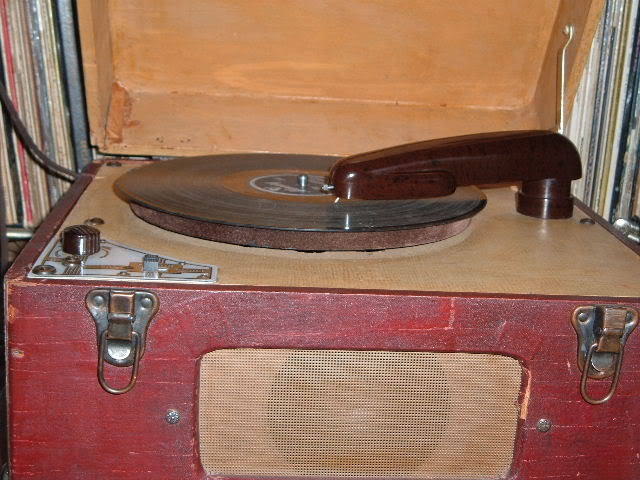 Let's see your phonograph collection....... 2011_0504Belmontplays0009
