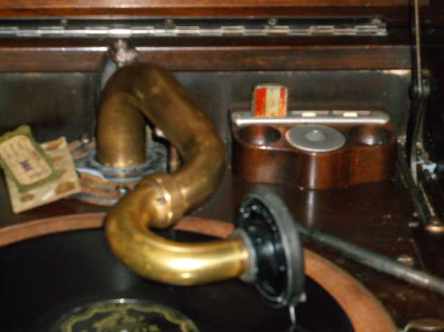 Let's see your phonograph collection....... 2012_0808VictorOrthophonicetc0012
