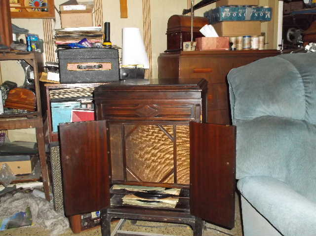 Let's see your phonograph collection....... 2012_0808VictorOrthophonicetc0014