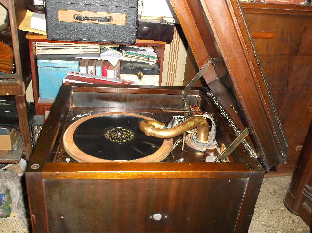 Let's see your phonograph collection....... 2012_0808VictorOrthophonicetc0028