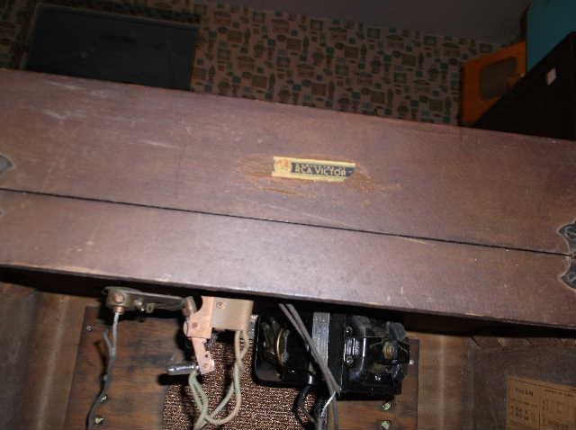 Restoration of RCA Victor R-98  1939 table top victrola 2012_0925RCAVictorR-98cabinet0002
