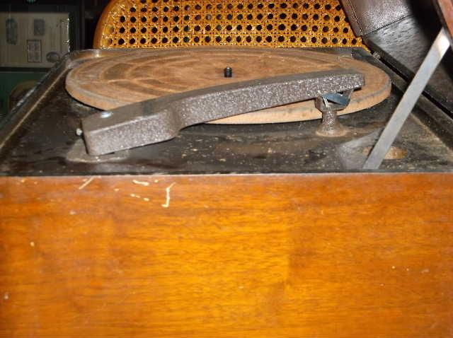 Restoration of RCA Victor R-98  1939 table top victrola 2012_0925RCAVictorR-98cabinet0007