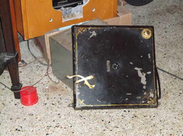 Edison Model A150 Diamond Disc machine The cabinet arrived....... - Page 4 2013_0312ContEdisonA150cab0019