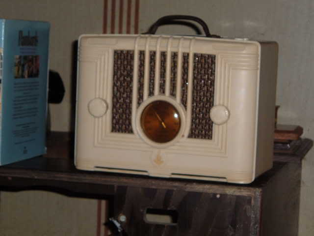 1937 Approx. Emerson Bakelite Mystery table radio EmersonBakeliteMysterytableradio