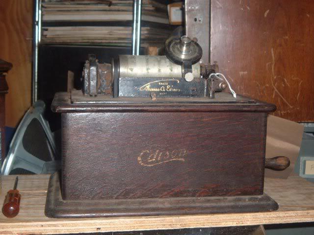 Saved this Edison Standard model B phonograph OrlandophonographfindStandard1