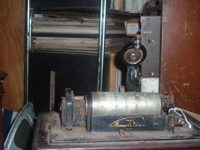 Saved this Edison Standard model B phonograph OrlandophonographfindStandard2