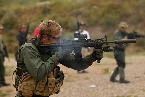 portrait, équipement, armement ... Surefire
