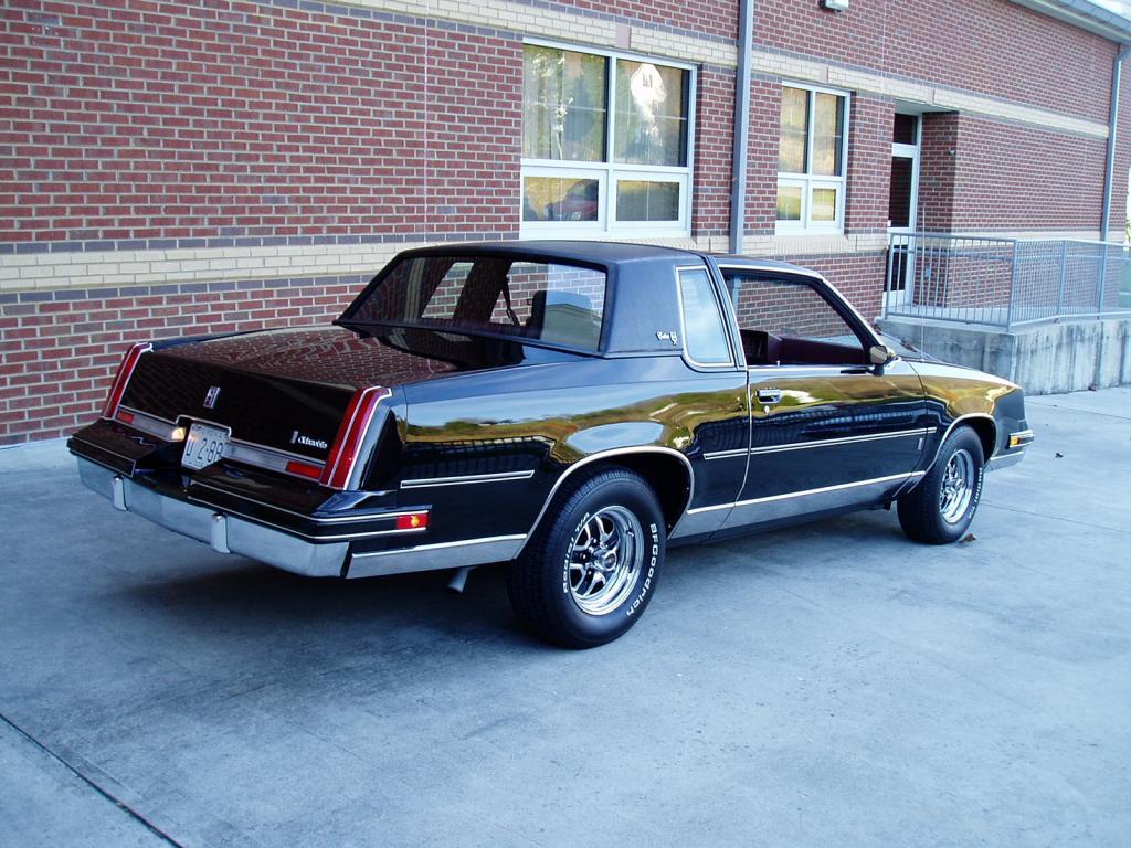 Oldsmobile Cutlass Calais '83 américain...CHECKEZ CA!!!! 83blackolds11