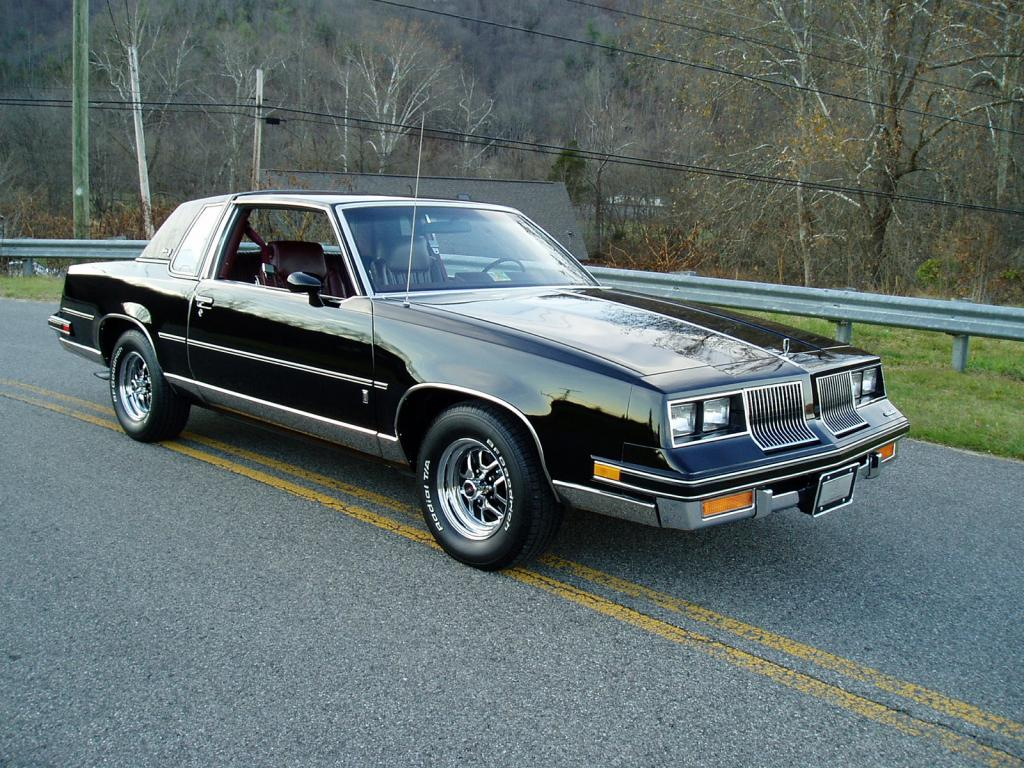 Oldsmobile Cutlass Calais '83 américain...CHECKEZ CA!!!! 83blackolds16