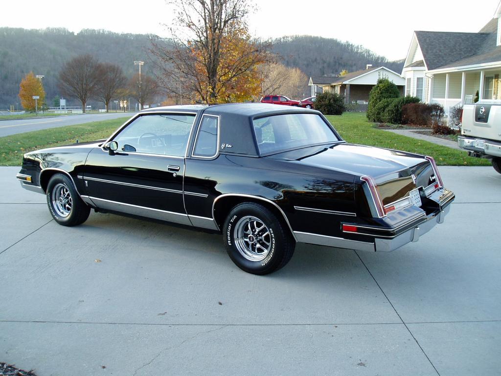 Oldsmobile Cutlass Calais '83 américain...CHECKEZ CA!!!! 83blackolds21