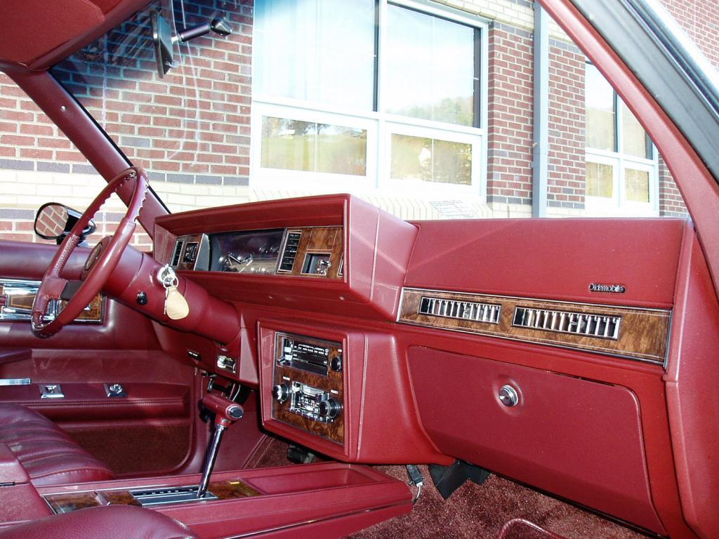 Oldsmobile Cutlass Calais '83 américain...CHECKEZ CA!!!! 83blackolds22