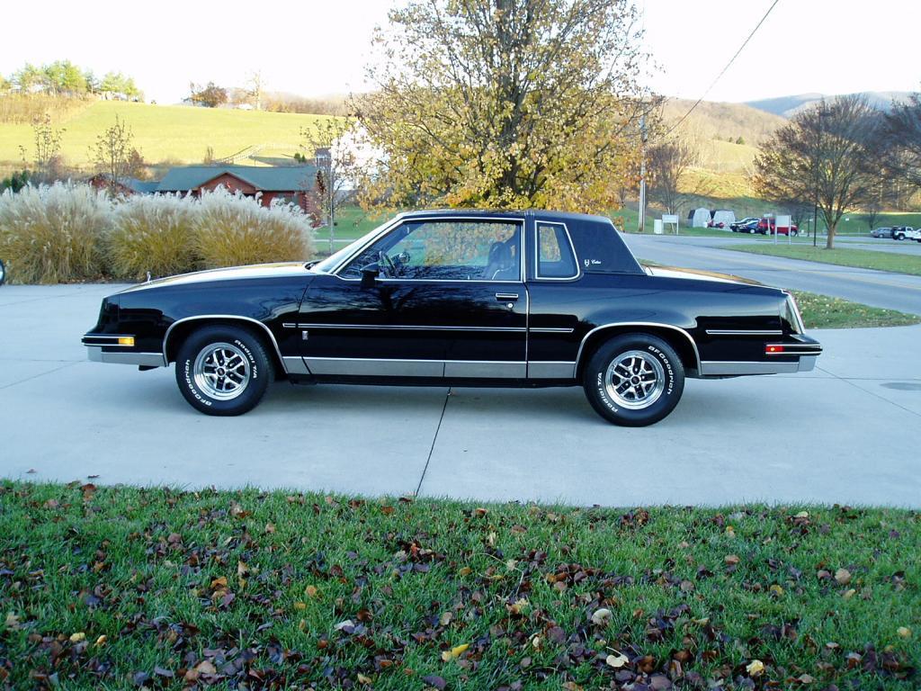 Oldsmobile Cutlass Calais '83 américain...CHECKEZ CA!!!! 83blackolds4