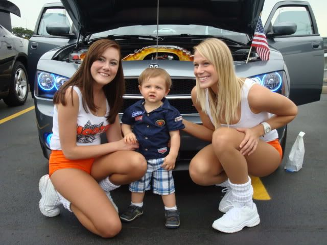 andrews car show pics....and hooter girls! Shorewoodshow008