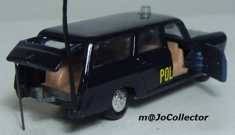 N°216 PEUGEOT 404 POLICE 216.1%20Peugeot%20404%20Police%2006