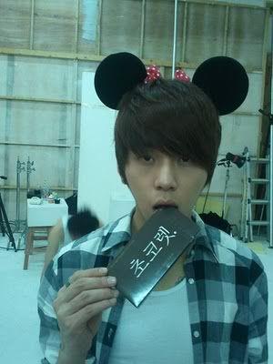 [RANDOM] Τι k-wallpaper έχετε τώρα στο pc σας? Yong_Jun_Hyung8