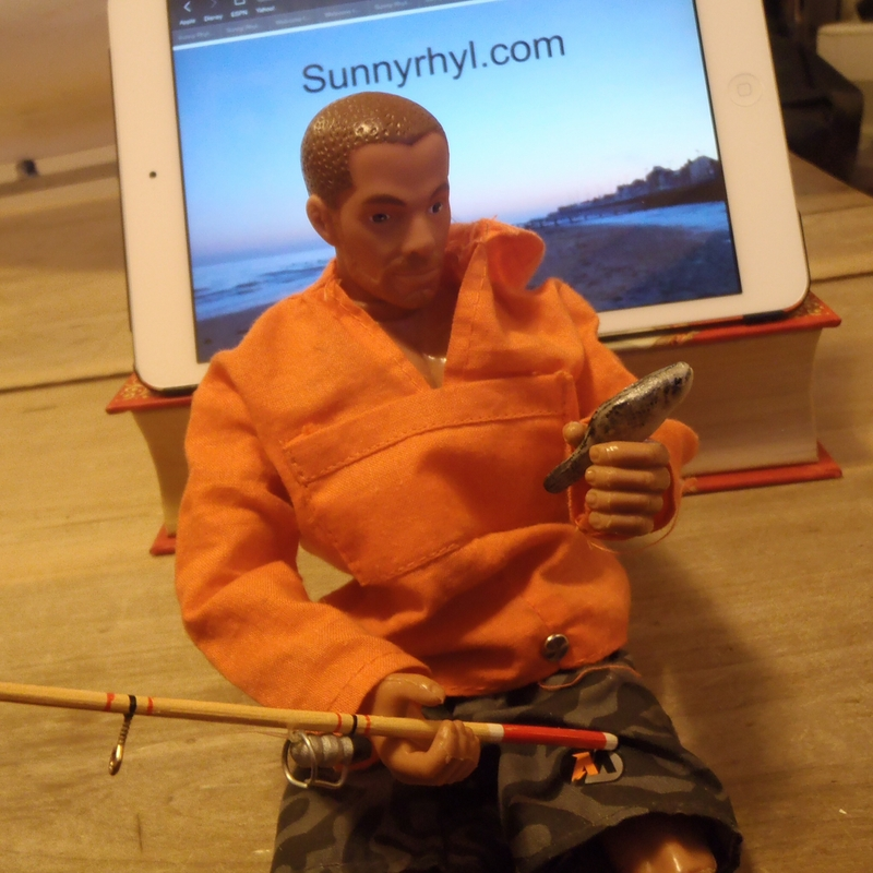 Building a boat - Building A Boat In The Lounge Update 21 - it's time for some action man! 8c59b6868bddc055efc05fbac10eb800_zpsmpgcp47p