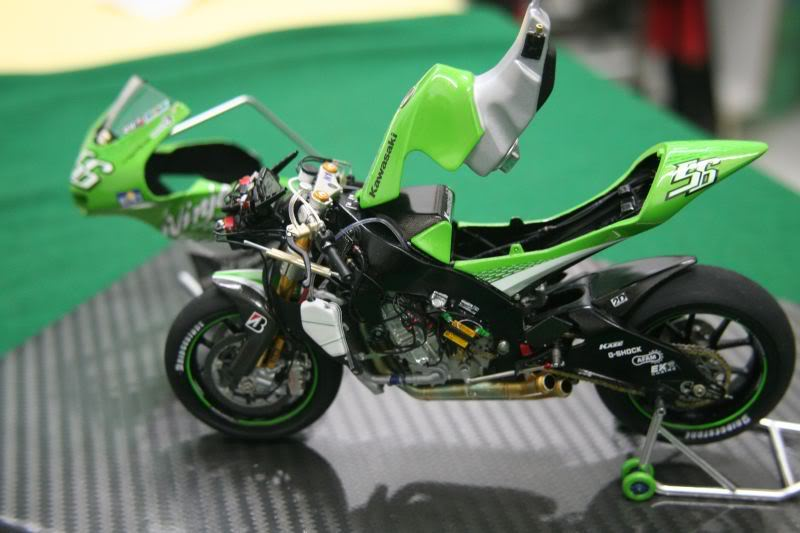 Kawasaki Ninja ZX RR 2006 Display01