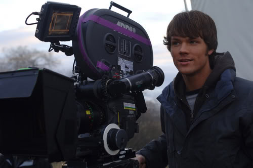 PHOTOS de Jared SN_BTS_113_02_HQ