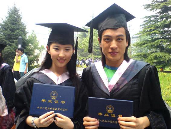 """ภาพถ่ายวันรับปริญญาบัตร """"หลิวอี้เฟย"""" Beijing Film Academy [July 2006] 430_2660_94b511e255aa321"""