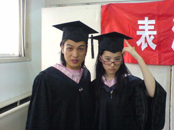 """ภาพถ่ายวันรับปริญญาบัตร """"หลิวอี้เฟย"""" Beijing Film Academy [July 2006] Y1p_Cl3lwGANDIKj_KhMA15i8P6M7RCcfcH"""