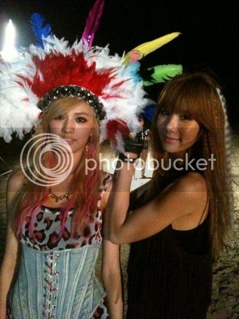 110725 AS.Red JungAH y Nana despúes de filmar el MV. 110725jungahtwitter