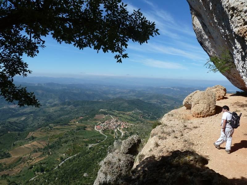 ROCA FALCONERA (El paseo de las águilas en el Montsant) P1100027_resize
