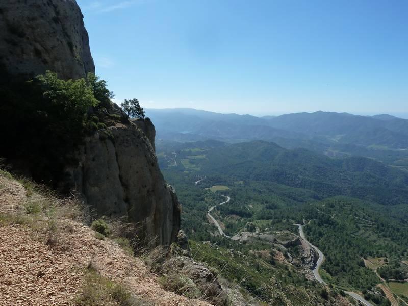 ROCA FALCONERA (El paseo de las águilas en el Montsant) P1100028_resize