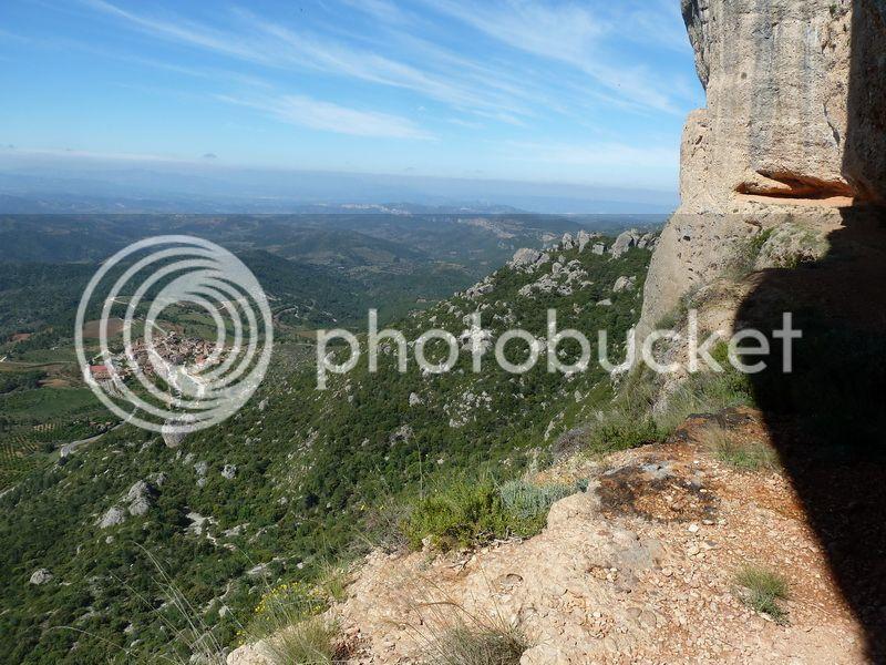 ROCA FALCONERA (El paseo de las águilas en el Montsant) P1100030_resize