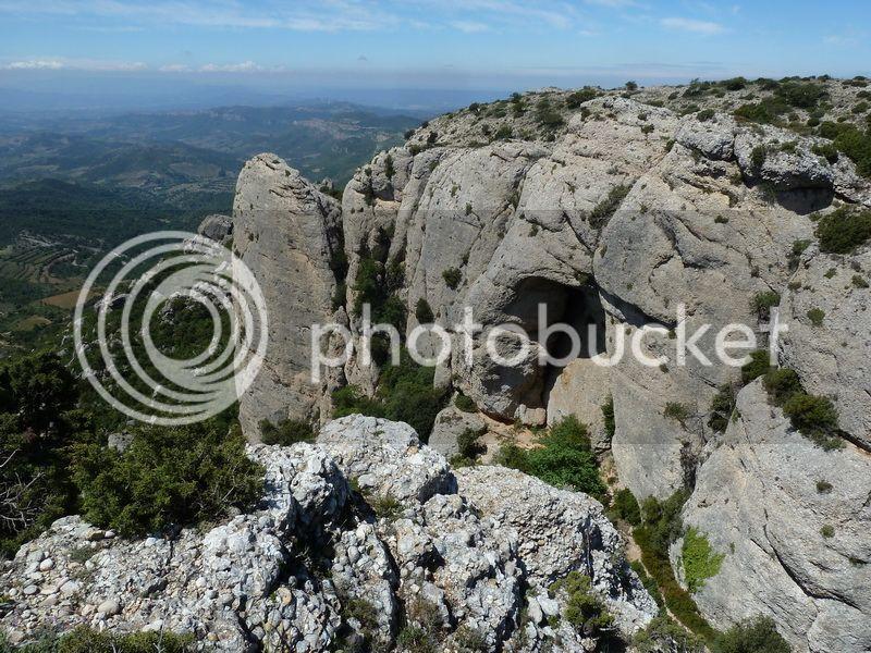 ROCA FALCONERA (El paseo de las águilas en el Montsant) P1100061_resize