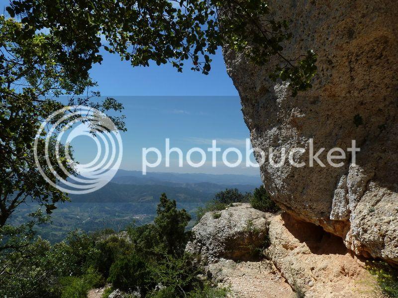 ROCA FALCONERA (El paseo de las águilas en el Montsant) P1100063_resize
