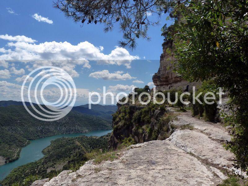 ROCA FALCONERA (El paseo de las águilas en el Montsant) P1100080_resize