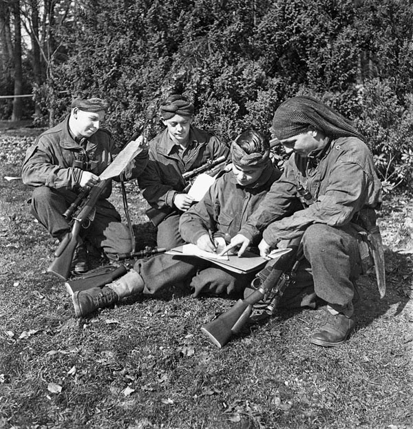 Calgary Highlanders cap badge Infantrymenofthecalgarykm7-1
