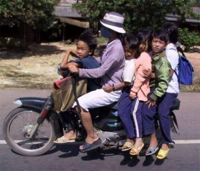Funny Pictures HERE Vietnam5