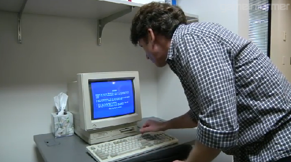 Todd Howard blue screens a Compaq Presario while giving a studio tour! Toddfail