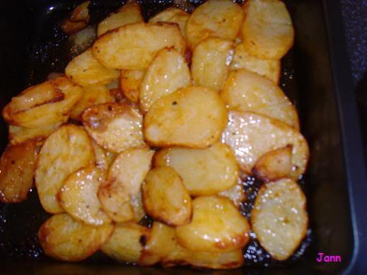 Salmão com batatas temperadas no forno Foto999