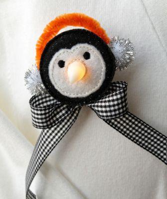 Tea Light Penguine EGPenguinTealightPinLG