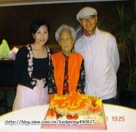 Liza and Mr Law Kar Ying - General Talks 4d423f13020017mf_0