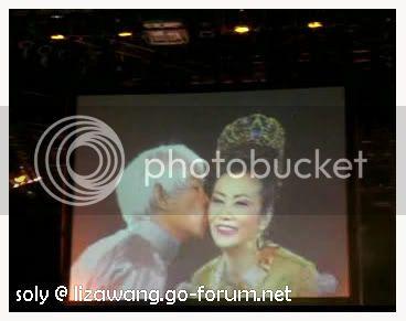 Liza and Mr Law's part 2007_09_21_LizaKY_kiss_Cap
