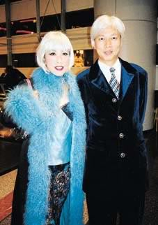 Liza n Mr Law in Jim Wong's concert 2000 02mbe
